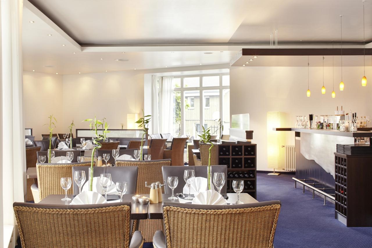 restaurant meridian hotel berlin. Black Bedroom Furniture Sets. Home Design Ideas